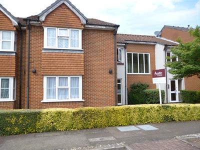 Property image of home to buy in Heatherwood Drive, Hayes